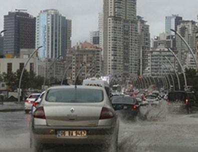 Ankara'da yağış sonrası sel! Sokaklar göle döndü!