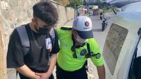 HAMIDIYE - Istanbul Trafiginde 'Pes' Dedirten Görüntü Açiklamasi Kiz Arkadasiyla Motorda Yer Degistirdi