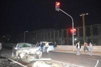 KEMERBURGAZ - Sariyer'de Minibüs Ile Otomobil Çarpisti Açiklamasi 3 Kisi Yaralandi