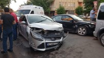 VOLKSWAGEN - Iki Otomobil Çarpisti Açiklamasi 3 Yarali