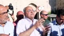 PLASTİK MERMİ - Israil Güçleri Dogu Kudüs'teki 'Bayrak Yürüyüsü'nü Protesto Eden Gazze Seridi'ndeki Filistinlilere Ates Açti