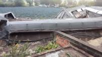 SİVİL SAVUNMA - Meksika'da Raydan Çikan Tren 4 Eve Zarar Verdi Açiklamasi 1 Ölü, 3 Yarali