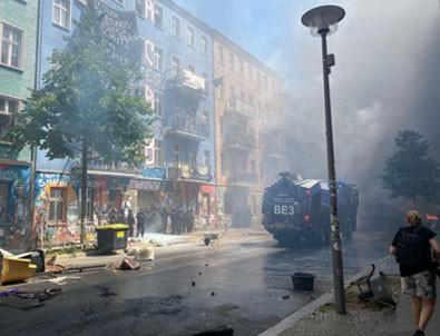Berlin'de sokaklar karıştı! 60 polis yaralandı!