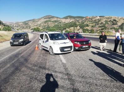 Üç Otomobilin Karistigi Kazada 2 Kisi Yaralandi