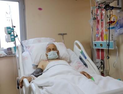 88 Yasindaki Hasta 'Basparmak Anjiyo' Yönetimi Ile Hayata Tutundu