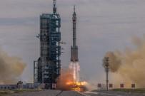 UZAY İSTASYONU - Çin, Yeni Uzay Istasyonunda Görev Alacak Ilk Mürettebati Tasiyan Shenzhou-12'Yi Basariyla Firlatti