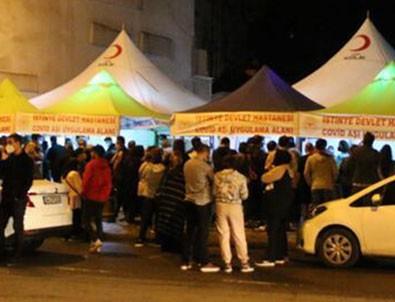 İstanbul'da aşı kuyruğu akşam da devam etti!