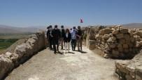 ARKEOLOJI - Bakan Yardimcisi Yavuz, Çavustepe Kalesi Tapinaginin Kitabesini Urartuca Dinledi