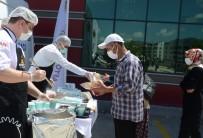 HASTANE YÖNETİMİ - Devlet Hastanesi'nde Asi Kuyruguna Girenlere Çorba Ikrami Yapildi