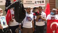 PROVOKASYON - Evlat Nöbetindeki Baba, HDP Il Binasindan Çikan Oglunun Montunu Gösterdi