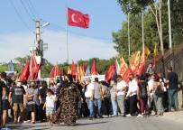 PROVOKASYON - HDP Il Binasindaki Saldirida Ölen Deniz Poyraz'in Cenazesinde Kisa Süreli Gerginlik