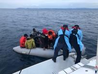KAÇAK GÖÇMEN - Izmir'de Sahil Güvenlik'ten Kaçak Göçmen Operasyonlari