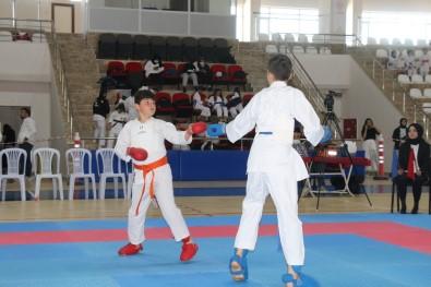 Sivas'ta 'Karate Il Birinciligi' Müsabakalari Yapildi