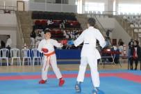 KARATE - Sivas'ta 'Karate Il Birinciligi' Müsabakalari Yapildi