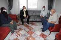 ERKAYA YIRIK - Depremde En Büyük Aciyi Yasayan Babaya Anlamli Ziyaret