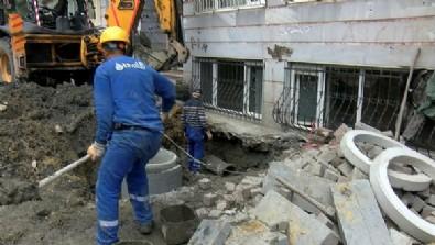 Yine İSKİ yine rezalet! Su borusu patlamasıyla ünlü İSKİ bu kez de bir evin duvarını yıktı!