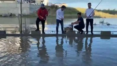 Tekirdağ'da yağmur sonrası yollar göle döndü! Gençler CHP'yi tiye aldı!