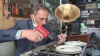 KÜÇÜK ÇOCUK - Yarim Asirlik Plakçalar Ve Gramofonlari Tamir Ederek Ilk Günkü Haline Getiriyor