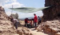 ARKEOLOJI - Akyaka Bizans Kalesi'nin Giris Kapisi Ayaga Kaldiriliyor