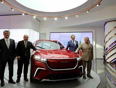Tataristan cumhurbaşkanı yerli otomobilin direksiyonuna geçti!
