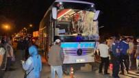 YOLCU OTOBÜSÜ - Aksaray'da Yolcu Otobüsü Ile Kamyonet Çarpisti Açiklamasi 13 Yarali