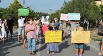 YAYA GEÇİDİ - Dikilili Vatandaslar, Belediyeye Tepki Gösterip 'Yol' Eylemi Yapti
