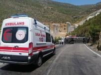 YOLCU OTOBÜSÜ - (Tekrar) Mersin'de Yolcu Otobüsü Ile Tir Çarpisti Açiklamasi 2'Si Agir 15 Yarali