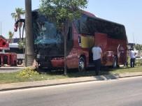 YOLCU OTOBÜSÜ - Refüjdeki Agaca Çarpan Yolcu Otobüsünün Sürücüsü Öldü
