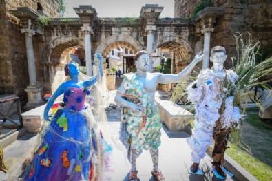 CHP'li belediyelerin heykel sevdası bitmiyor! Antalya'da canlı heykellerle çevreye duyarlılık çağrısı
