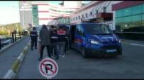 VOLKSWAGEN - Korona Tuzagiyla Yasli Komsusunun 150 Bin TL'sini Çalan Süpheli Ve Arkadaslarina 75 Yil Hapis