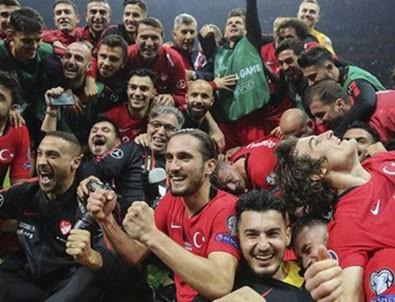 A Milli Futbol Takımı'nın EURO 2020 şarkısı!