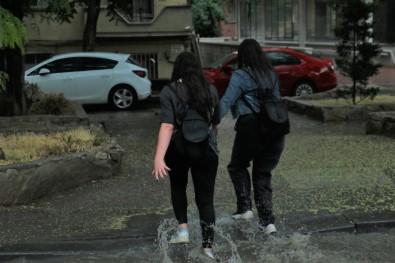 Ankara'da Saganak Sonrasi Evleri Su Basti