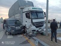 MELİH GÖKÇEK - Baskent'te Kamyon Minibüsle Çarpisti Açiklamasi 2 Yarali