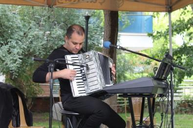 Baskent'te Sanatçilar Açik Hava Konserlerine Devam Ediyor