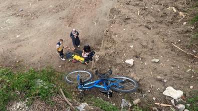 Bisikletiyle 10 Metrelik Uçurumdan Düsen Çocuk Ölümden Döndü