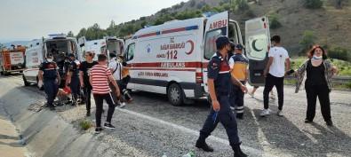 Denizli'de Tur Otobüsü Devrildi Açiklamasi Çok Sayida Yarali Ögrenci Var