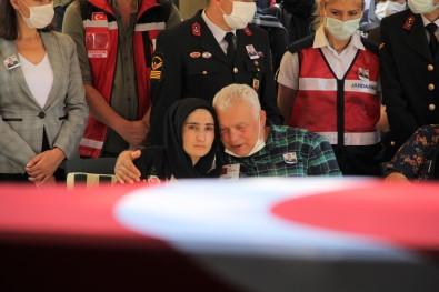 Izmir Sehidini Gözyaslariyla Ugurladi
