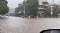 MUMBAI - Mumbai'de Siddetli Yagis Sokaklari Göle Çevirdi, Evleri Su Basti