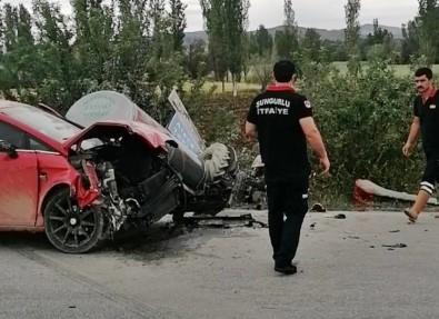 Sungurlu'da Otomobil Traktörle Çarpisti Açiklamasi 2 Yarali