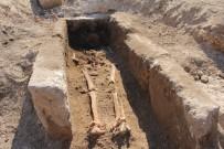 MEHMET ALKAN - Roma Çesmesinin Yaninda Bin Yillik Iskelet Bulundu