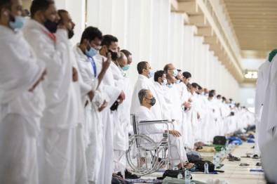Haci Adaylari Arafat'ta Öglen Namazi Kildi