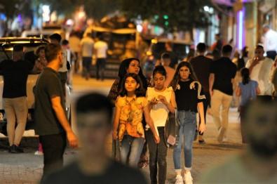Silopi'de Kisitlamasiz Bayramda Alisveris Esnafin Yüzünü Güldürdü