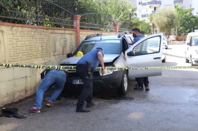 Yakilan Otomobile Hortumla Müdahale