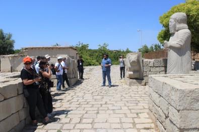 Fotograf Severler, Battalgazi'deki Tarihi Mekanlari Gezdi