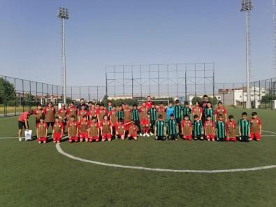 Minik Futbolcular Sakaryaspor'un Konugu Oldu