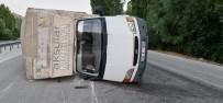 MOBİLYA - Otomobille Çarpisan Mobilya Yüklü Kamyonet Yan Yatip Sürüklendi Açiklamasi 4 Yarali