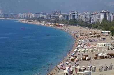Antalya Sahillerinde Bayram Yogunlugu