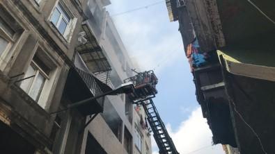 Beyoglu'nda 5 Katli Metruk Binada Yangin