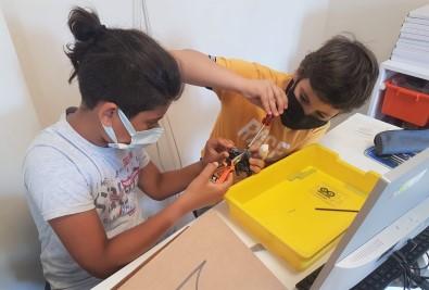 Bucali Gençler Yaz Tatilinde Robotik Kodlama Ögreniyor