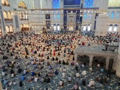 Çamlica Cami'nde Bayram Namazi Coskusu